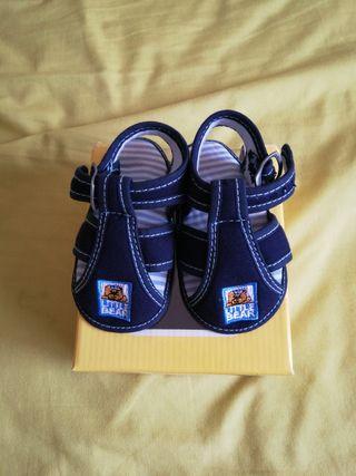 Sandalias azules para bebé