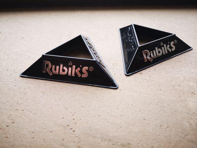 Vendo 2 soportes para cubos de rubiks originales