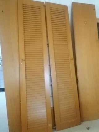 armario con puertas tipo persiana