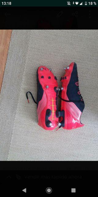botas de fútbol mixtas
