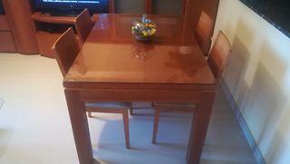 Conjunto comedor. Mesa y mueble