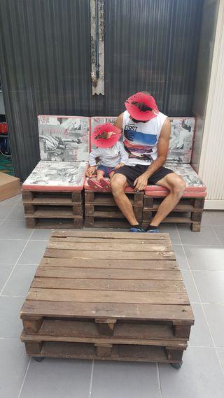 sofás y mesa de palets