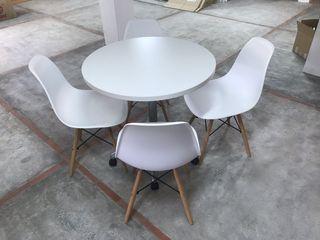 Mesa Steelcase y 4 sillas