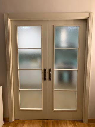 Puertas correderas blancas con cristal