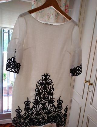 Vestido lino blanco con bordados calados en negro