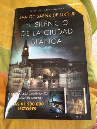 Libro novela El silencio de la ciudad blanca.