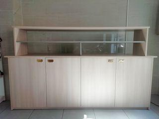 mostrador comercial con vitrina / escaparate