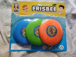 3 freesbes