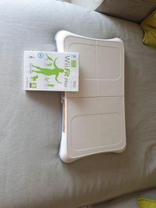 Tabla Wii con juego Wii Fit Plus