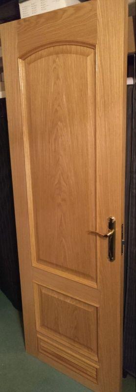 Puerta de madera maciza color roble