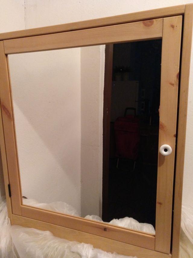 Roperillo con espejo para baño Ikea