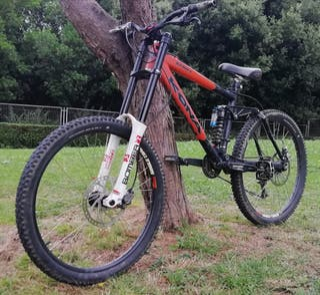 Bicicleta descenso Kona Stinky DH/freeride