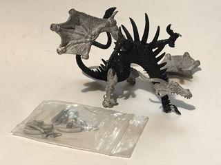 Dragón en metal tipo Warhammer.