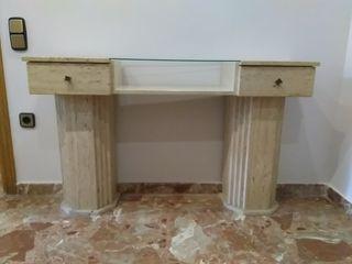 Mueble recibidor de mármol traventino y cristal