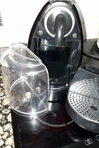 Se vende cafetera Nespresso