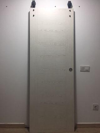 Puerta interior corredera + herrajes.