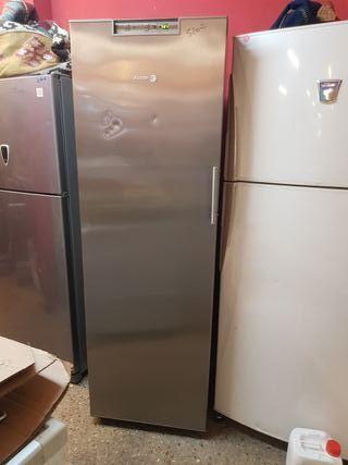 Congelador vertical Fagor