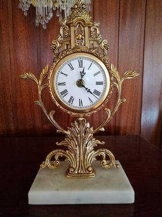 Reloj de mesa de bronce y mármol
