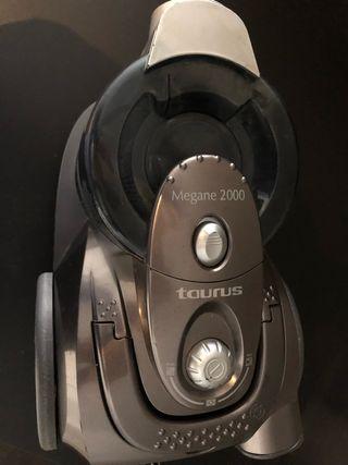 Aspirador Taurus Megane 2000