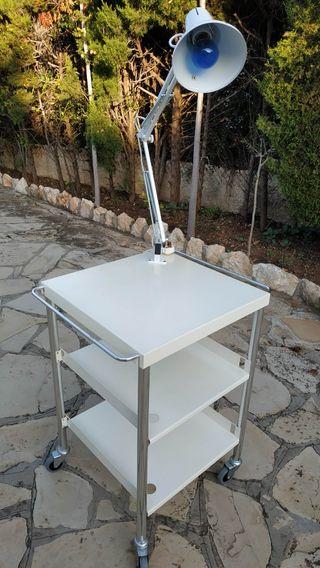 mesa y lámpara + lupa para estética