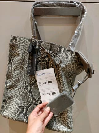 NEW Banana Republic tote bag with phone charger