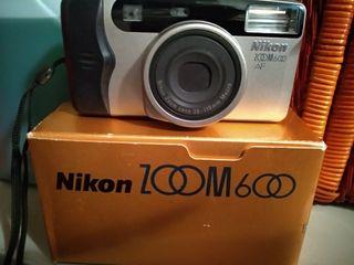 cámara de fotos Nikon analógica