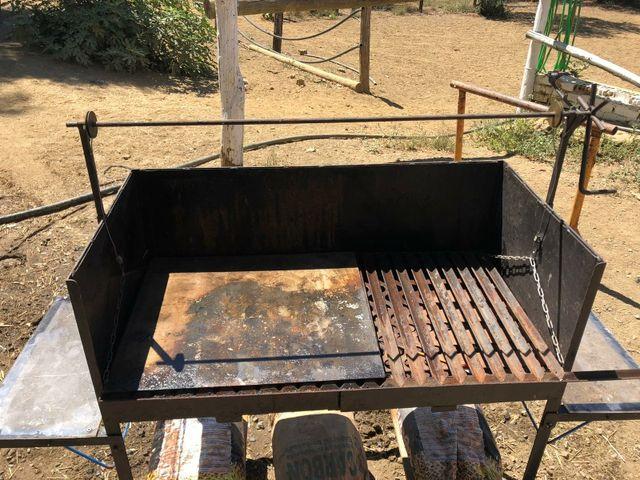 Barbacoa hecha a mano seminueva