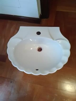 Lavabo forma concha.