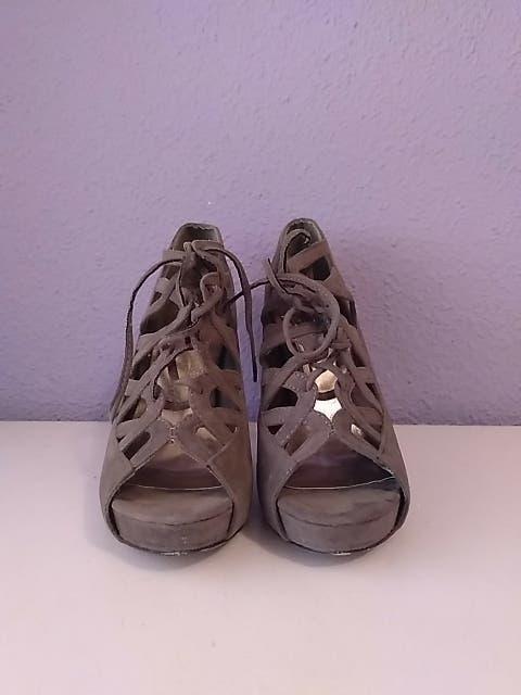 Sandalias tacón con cordones gris oscuro