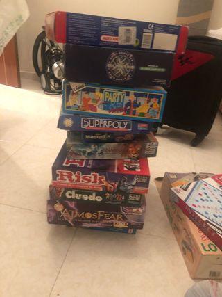 Se venden diferentes juegos de mesas por separado.