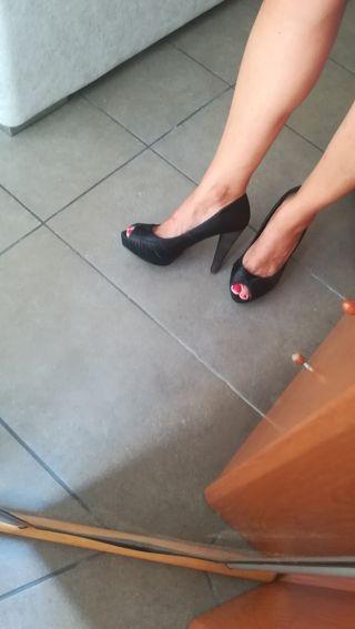 Zapatos de raso negro tacón 11 cm. Num. 38