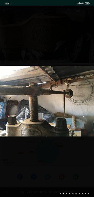 prensa manual para hacer baldosas y terrazo.