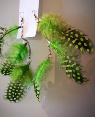 pendientes largos plumas verdes