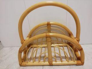 revistero de bambú rústico