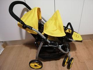 carrito de juguete para dos bebés
