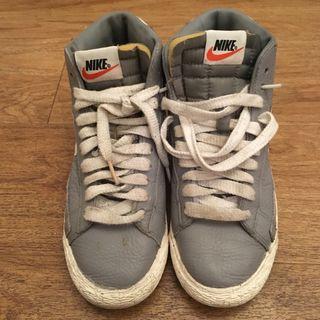 Zapatos Nike Grís