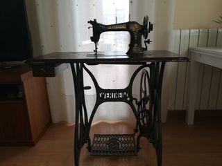 Máquina antigua de coser Wertheim Rápida