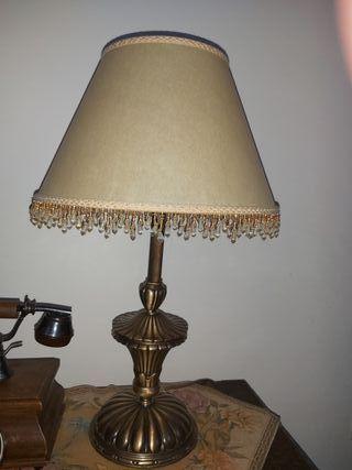 lampara de mesa muy nueva