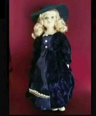 Muñeca de porcelana nueva