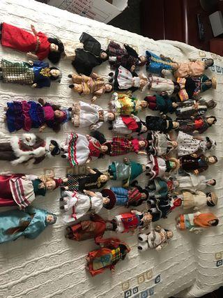 Colección 40 muñecas del mundo