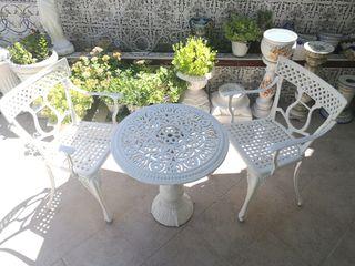 Sillas y mesa de jardín
