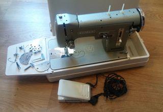 Máquina de coser WERTHEIM con maleta metal