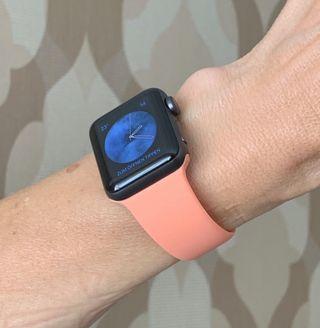 Correa Apple Watch de goma color salmón (rosa)