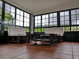 mesa y sofás de palets