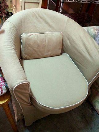 pareja de sillones tapizados en beige
