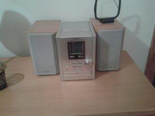 EQUIPO DE MUSICA con cd radio y cassette para los