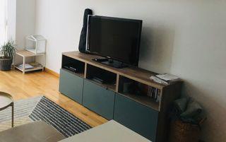 Mueble TV Besta Ikea efecto nogal tinte gris