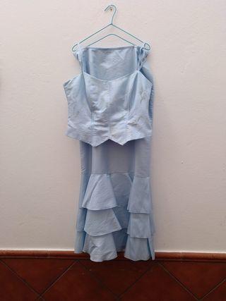 falda, corpiño y fular