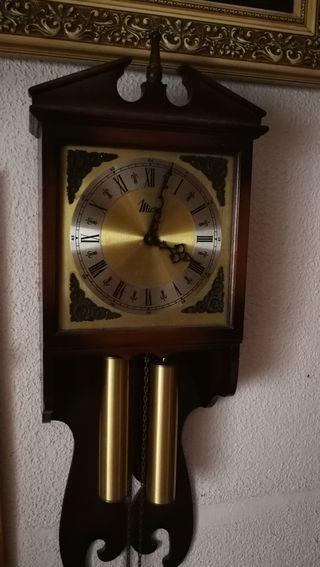 reloj péndulo pared con pesas