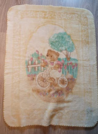 manta, sabana, protege cuna y saquito para bebé
